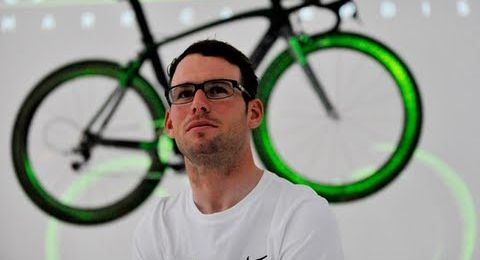Mark Cavendish is sprayed with urine in time trial